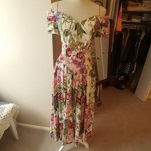 Moda Beautiful Off the Shoulder  Floral Dress Sz 4